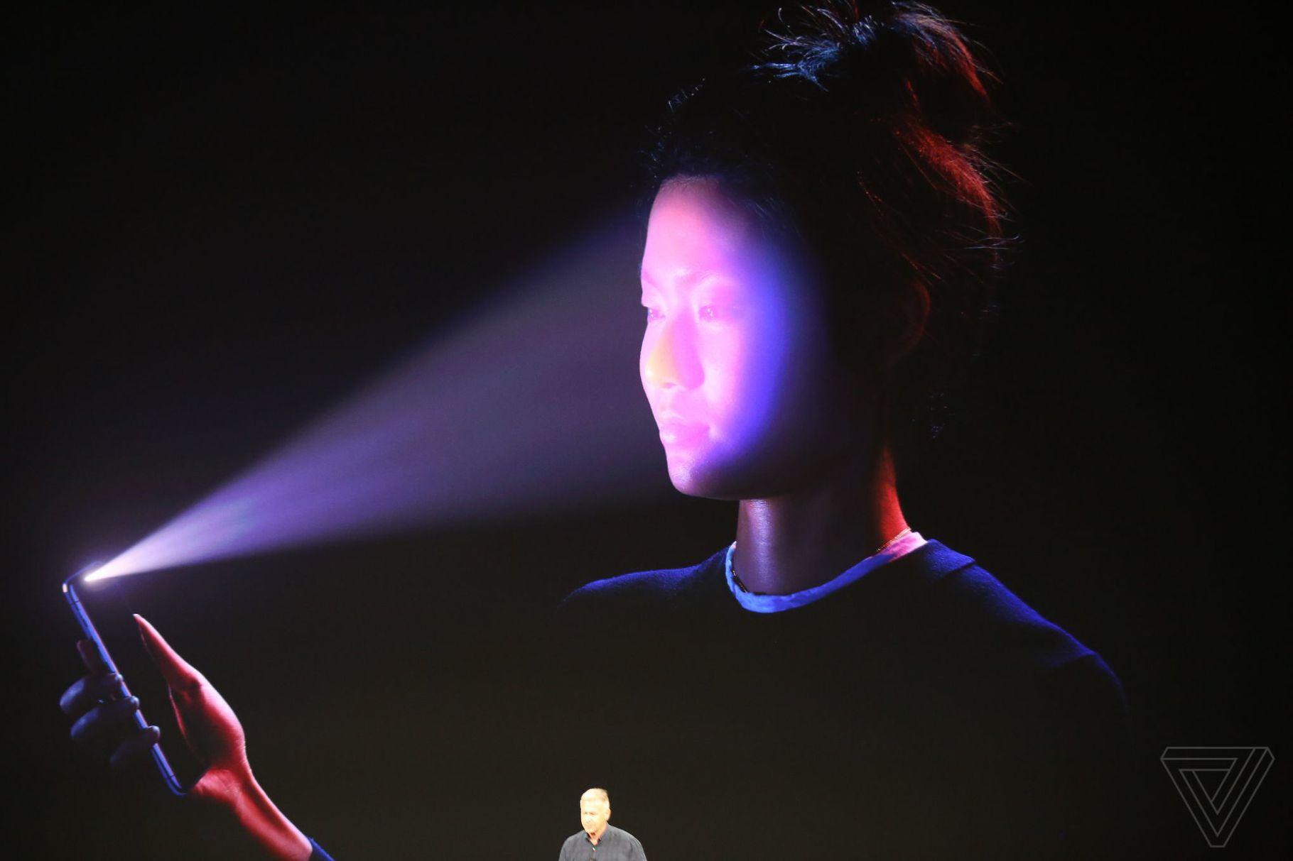 Google ve Apple rekabeti Face ID ile kızışıyor